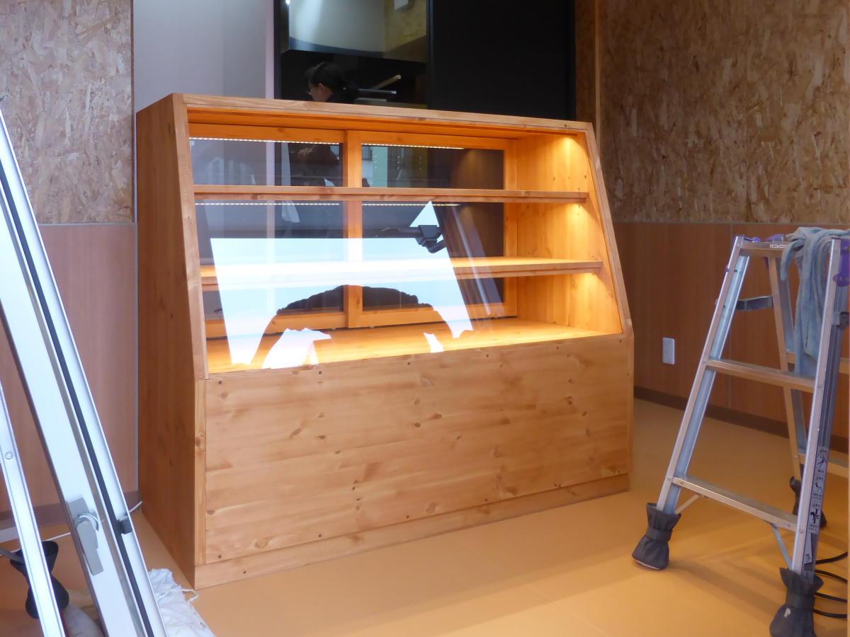 パン屋さんのガラスショーケース(照明付き)/okamoku