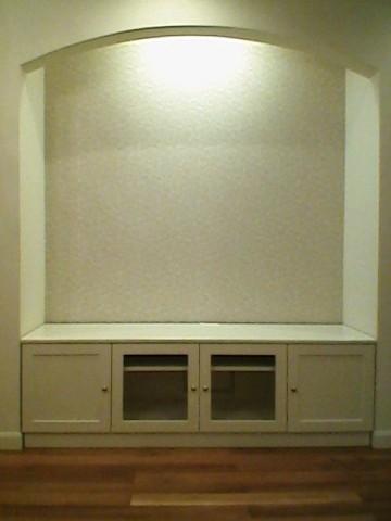白塗りつぶし仕上げのテレビ台/設置後