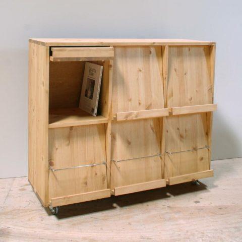 フラップ扉の本棚・ディスプレイラック/okamoku