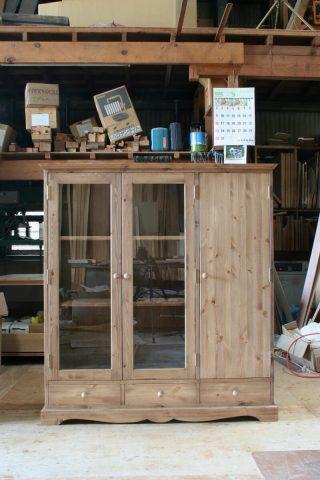 ガラス扉と木製扉の本棚(正面)