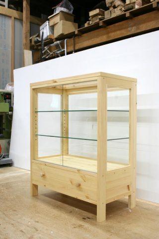 木枠ガラスケース(引き出し付き)