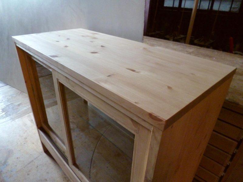 パン屋さんの対面ガラスケース(木製の天板)