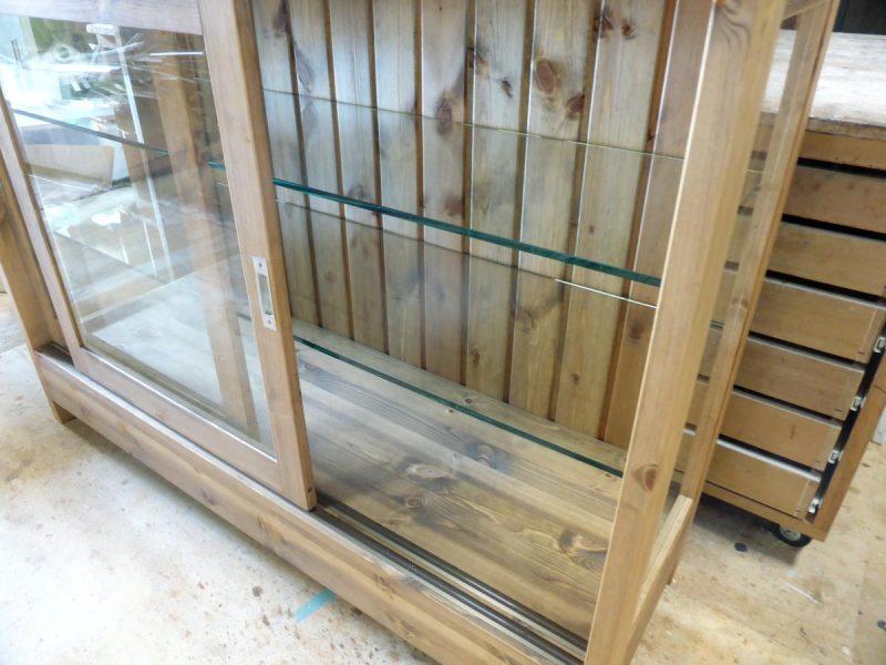 ガラス引き戸とレール