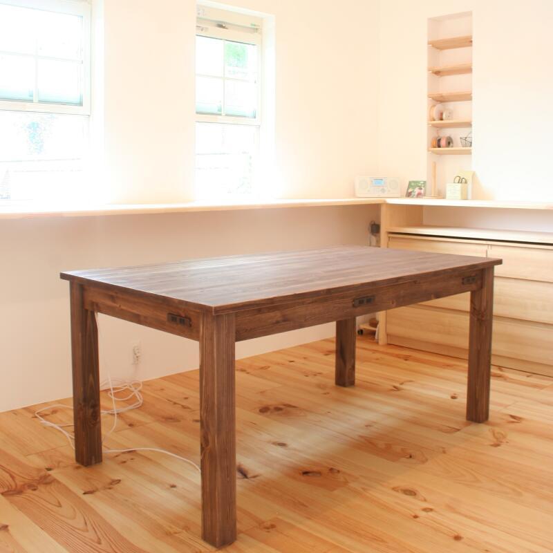 コンセント付きダイニングテーブル(斜め)