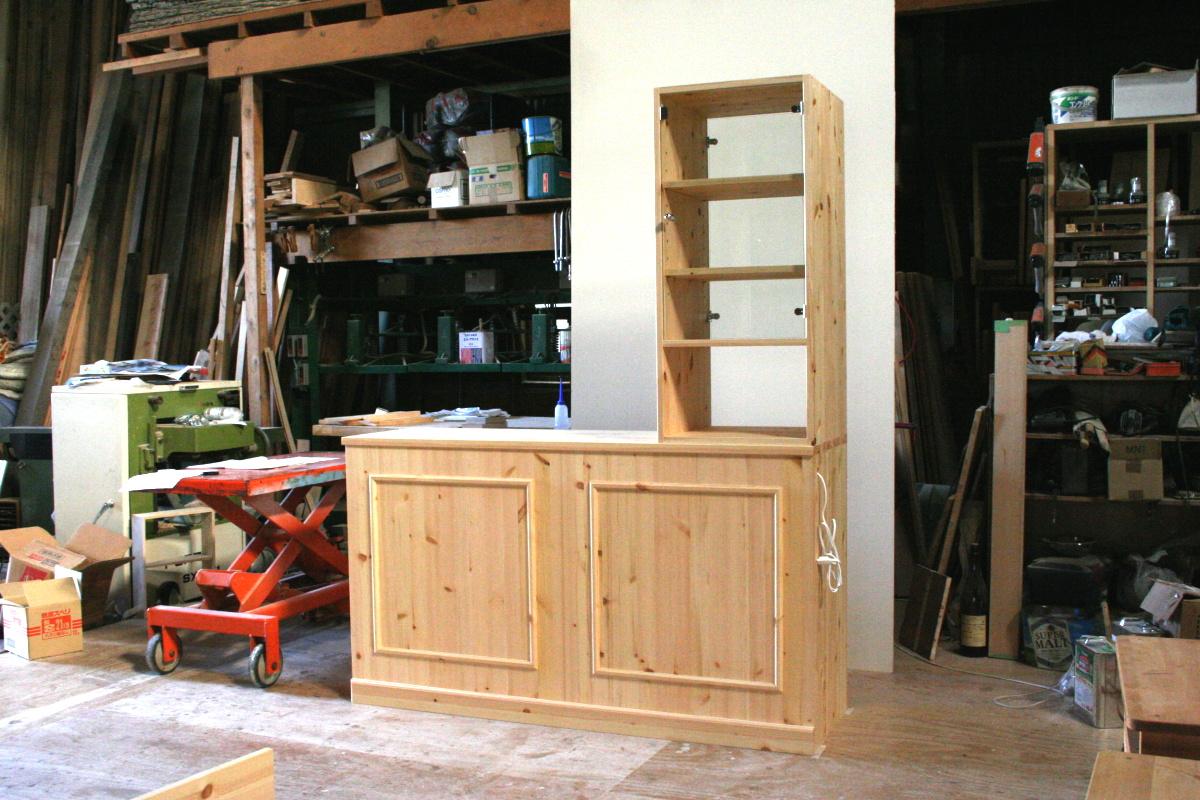 対面キッチンカウンターテーブル・上部両面ガラスハッチ付き(リビング側)