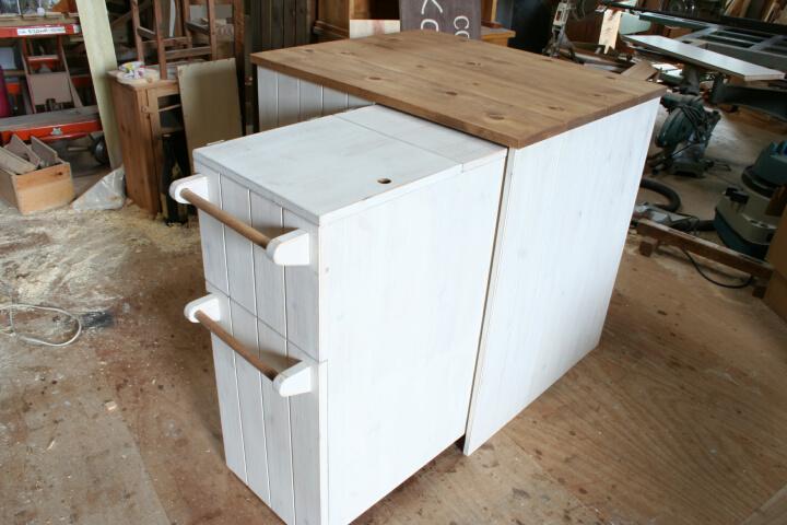 ワゴン収納式キッチンカウンター・ワゴン収納の様子