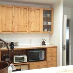 キッチンカウンターと吊戸棚